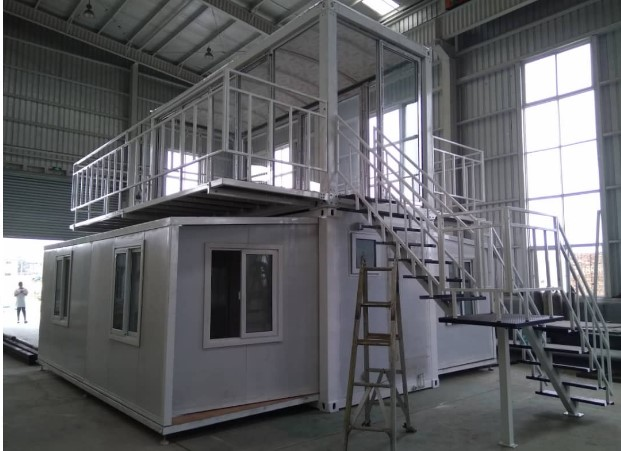 expandable container house with Glass sun room