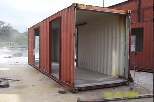 shipping container villa -L