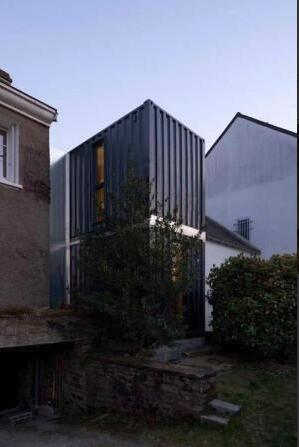 shipping containers  an excellent option for an extension to a home -L